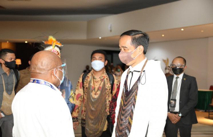Gubernur Enembe Bangga Presiden Jokowi Hadiri Pembukaan PON